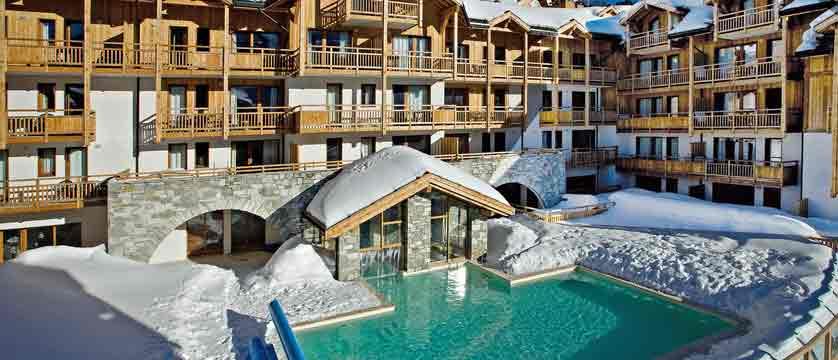 Hameau des airelles - outdoor pool.jpg